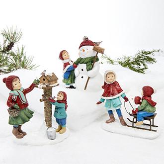 Gyermek hóemberrel, madarakkal vagy szánnal, 16 cm-es figura, 3 féle