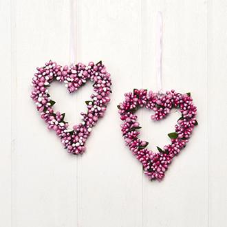 Szív alakú függő karácsonyi dekoráció, ajtódísz, rózsaszín bogyókkal, 14 cm