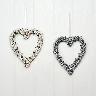 Szív alakú függő karácsonyi dekoráció, ajtódísz, ezüst/fehér bogyókkal, 2 féle, 20 cm