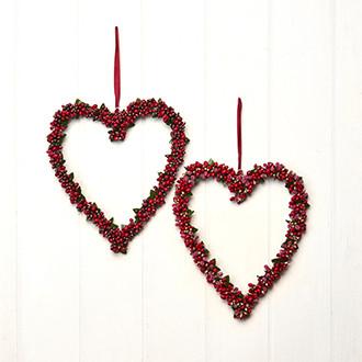 Szív alakú függő karácsonyi dekoráció, ajtódísz, piros bogyókkal, 2 féle, 25 cm